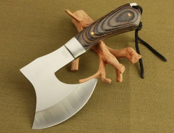 охотничий топор